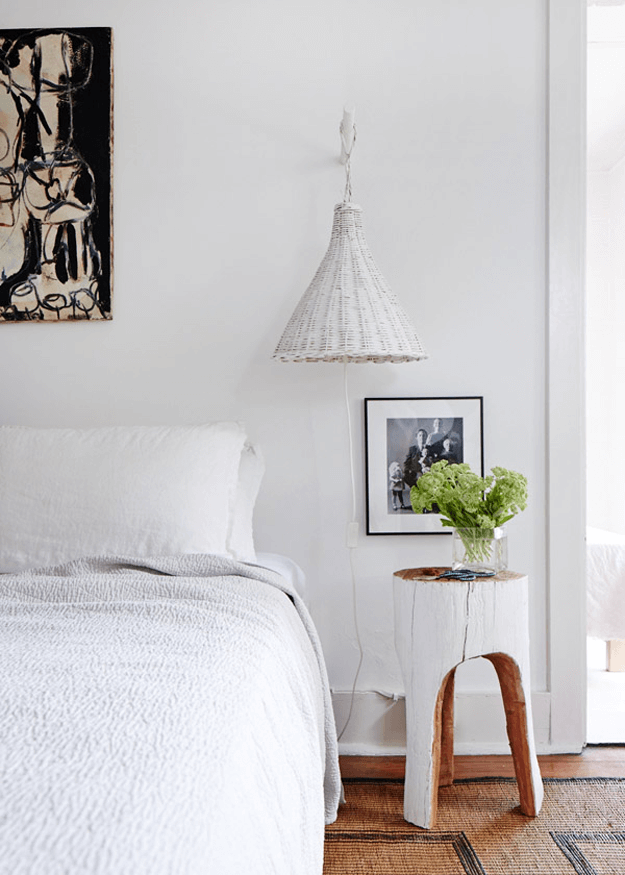 minimalist-bedroom-with-spring-green-flowers-pantone-greenery
